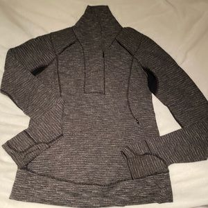 Lululemon Pullover ~ Thumb holes w hand covers